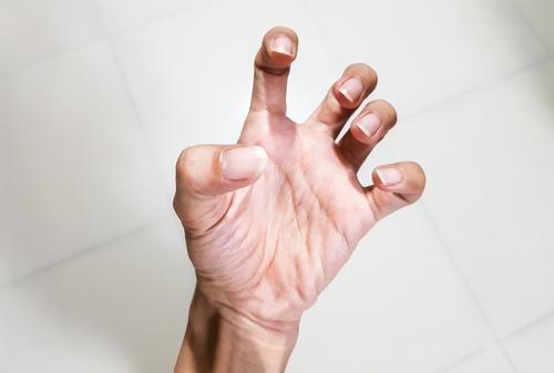 izomfájdalom a kéz ízületeiben