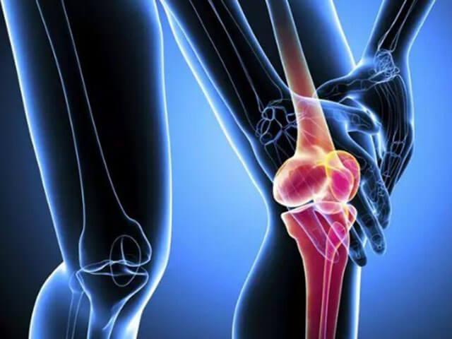 Akut fájdalom a térdízületben - hirtelen megérkezik, nehezen kezelhető