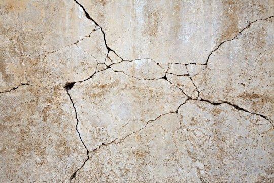 Hogyan javítsd ki a repedést a falon?