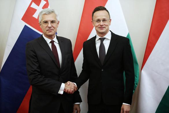 Baráti jobbot nyújtott a felvidéki magyaroknak a szlovák kormányfő