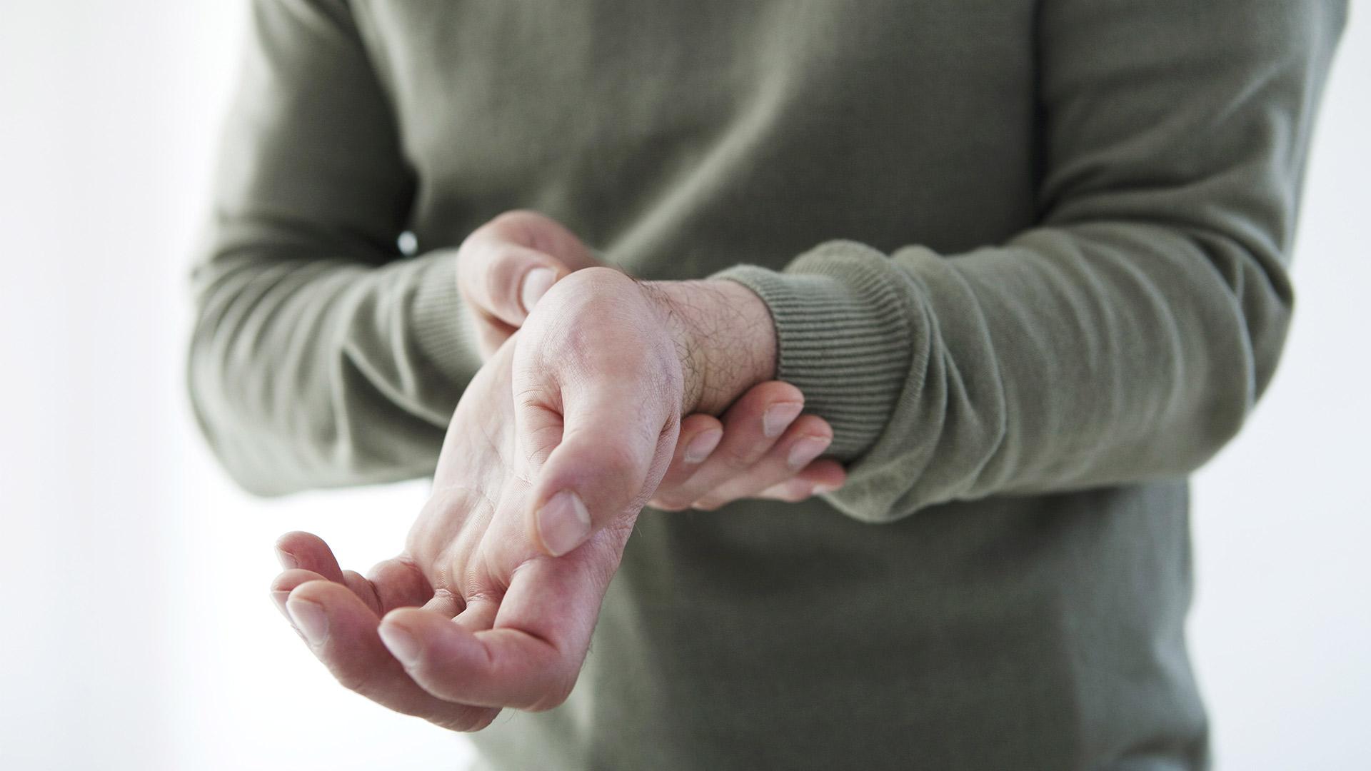 súlyos fájdalom a bokaízület törése során fájdalom az ujjak ízületeiben edzés után