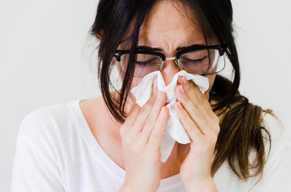 ízületi tüsszögés fájdalom a térd teljes hajlításával