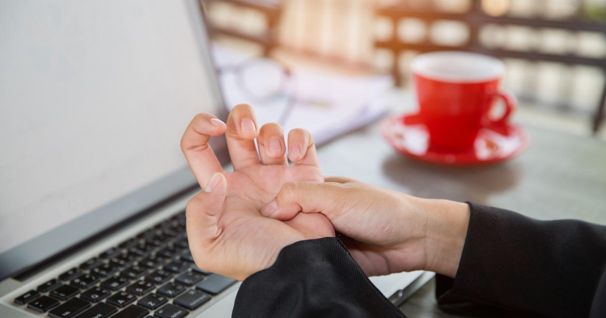 hirtelen súlyos fájdalom a térdben ízületi fájdalomszteroidok