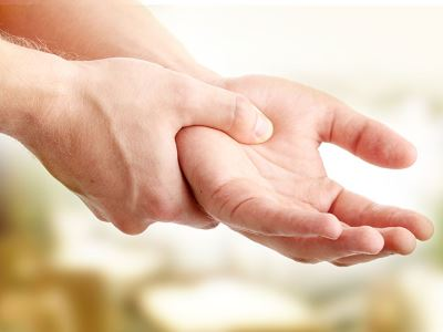 fájdalom a hüvelykujj ízületén